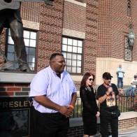 Caption: Mayor Cedric Glover, Priscilla Presley, James Burton