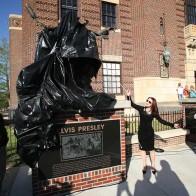 Caption: Priscilla Presley re-dedicating Elvis� Statue.